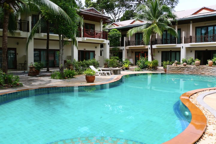 3BR Holiday Villa with Swimming Pool!