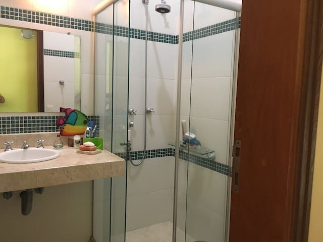 Banheiro da suíte 1º andar