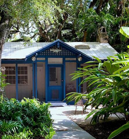 Enchanting Cottage House in Miami