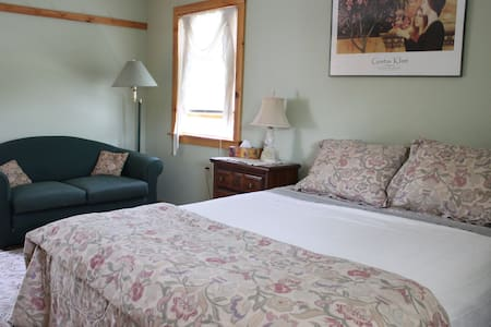 1790's Shaker Home, Queen room#5 w/pvt Bath - New Lebanon - Bed & Breakfast