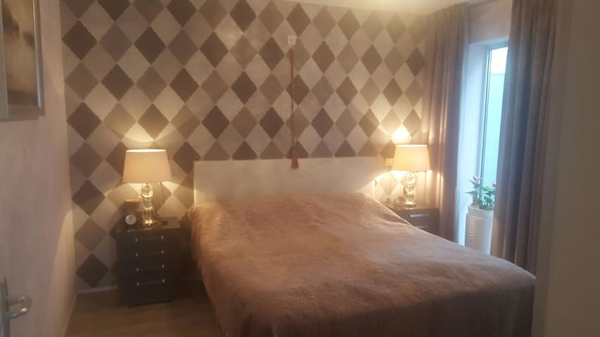 Cosy Room. 10 min.From the City Center