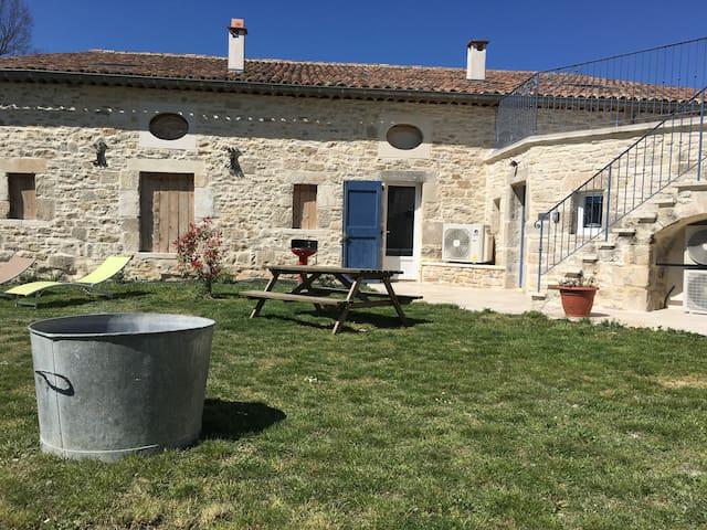 Gîte Léonie « Entre Cèze et Ardèche » 30430 Barjac