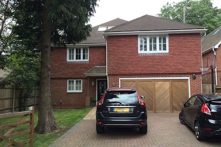 Spacious family home - Farnborough Airshow week - Farnborough - Hus