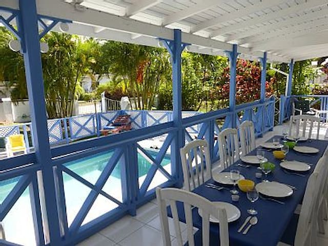 Pool side Masterbedroom close to beach in holetown - Holetown - Villa