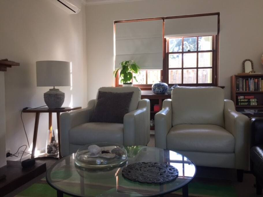 Sitting room-spacious and comfy