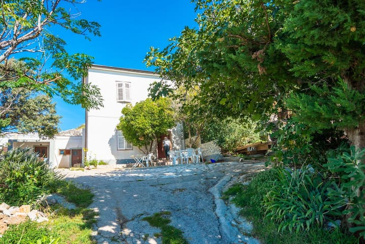 Three bedroom house with terrace and sea view Kustići (Pag) (K-14438)