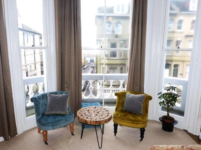 Elegant Spacious Apartment in Heart of St Leonards