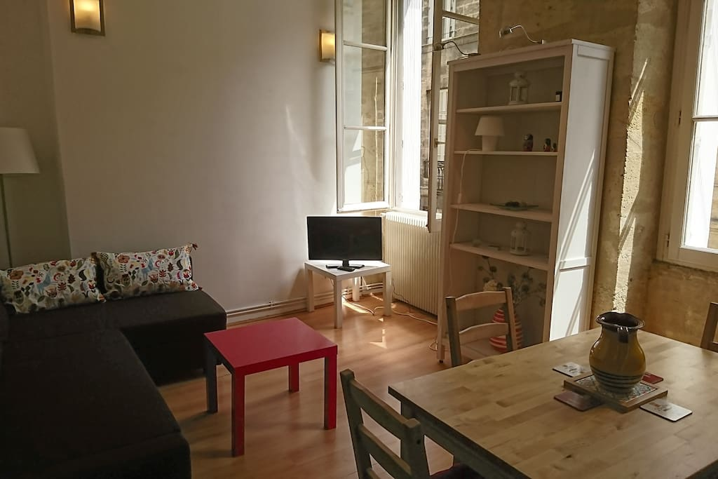 F2 rue saint r mi centre de bordeaux flats for rent in for Location f2 bordeaux