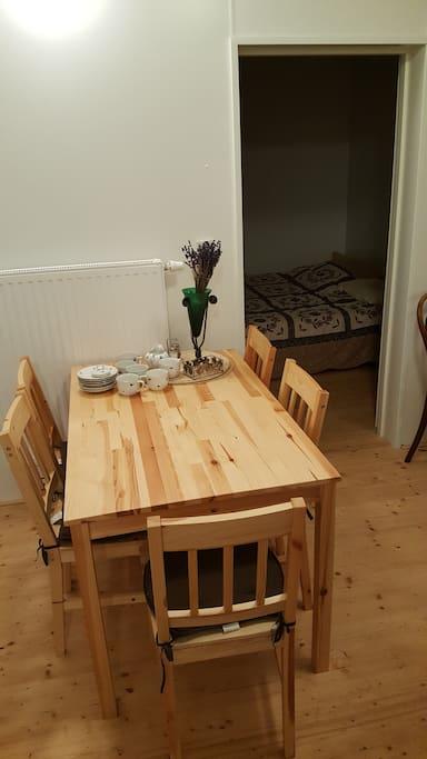 Kuchyňský stul