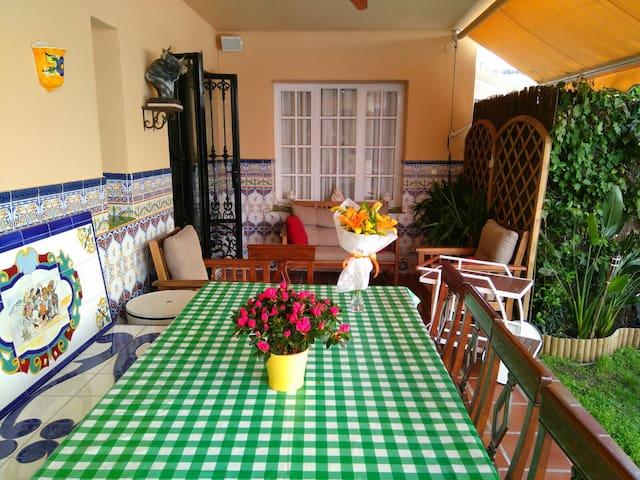 FANTASTC VILLA OFFER FOR GROUPS LIKE BEACH & TOWN - Fuengirola - Hus