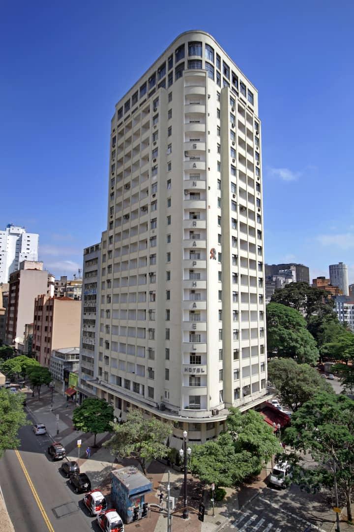 Hotel San Raphael - área nobre e perto do metro.