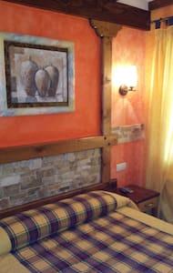 Habitación privada con cuarto de baño.