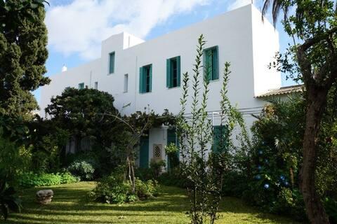 Chambre Tunisienne: Ancien couvent de la medina