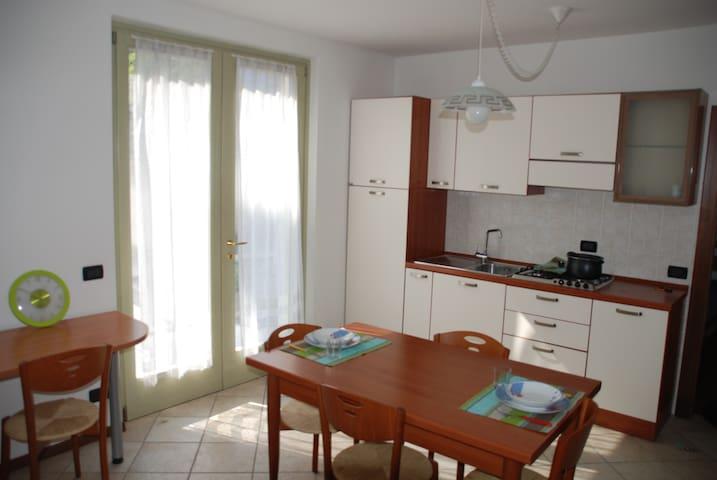 Dietro al castello, con wifi, giardino e garage - Trento - Lägenhet