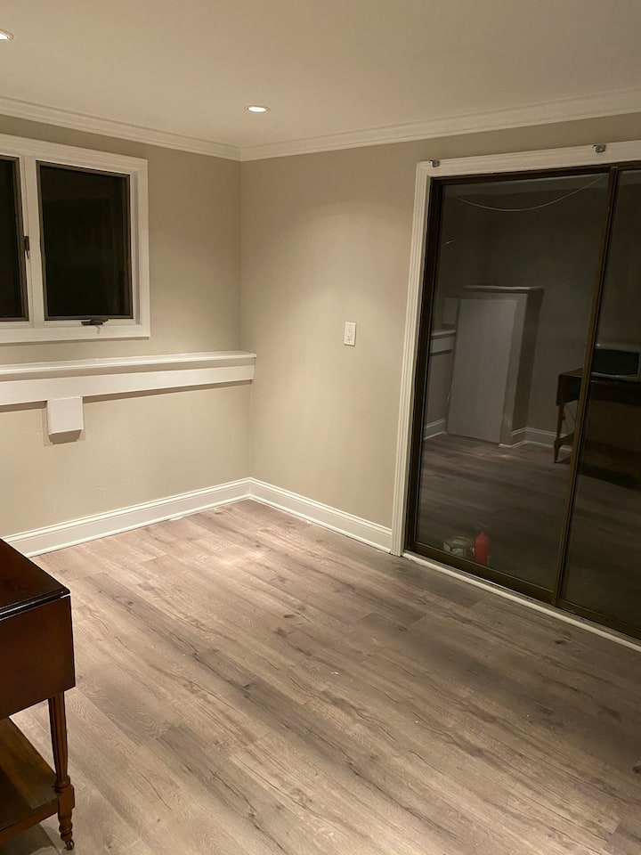 Cozy private 1BR apartment conveniently located