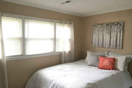 Cozy & Cute Decor.  Many Amenities. - Glenn Dale