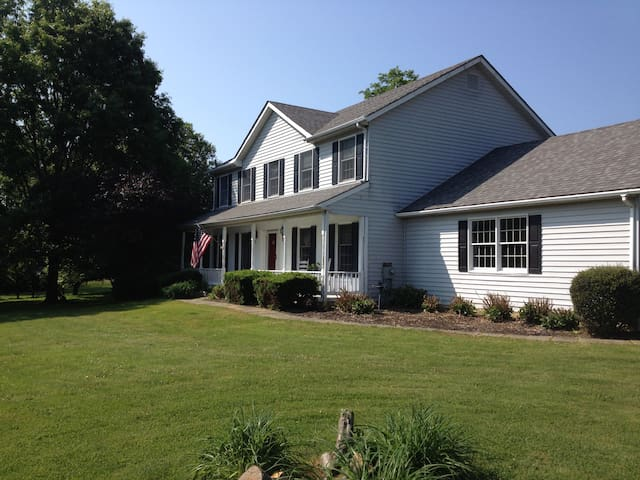 Quiet, clean room close to UD, Amish country,parks - West Grove - Casa