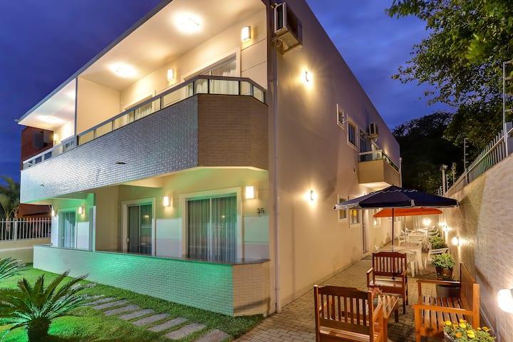 Lopes Residence - Pequena Suíte com sacada ar cond