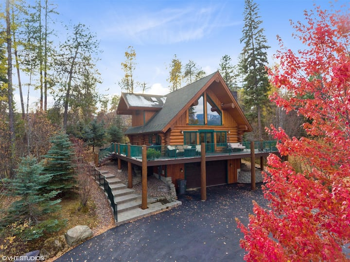 NEW LISTING! Stunning Cabin Style Home just minutes to Downtown Whitefish! Sleeps 6! Amazing Views! Hot Tub Coming Dec. 2020!