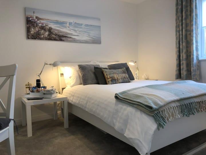 Luxury Ensuite Double Room in riverside village