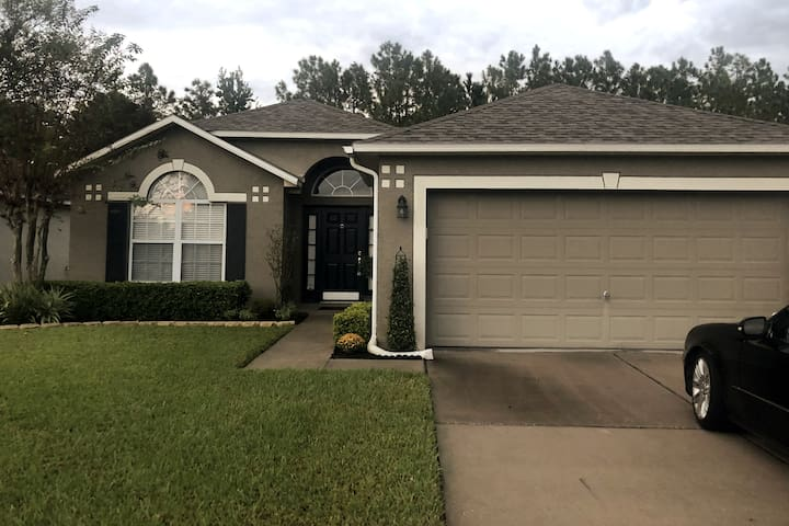 East Orlando Retreat and Quiet Home 1b/1b Shared