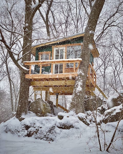 Cozy West Virginia Treehouse