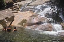 Cachoeira com 4 km de trilha