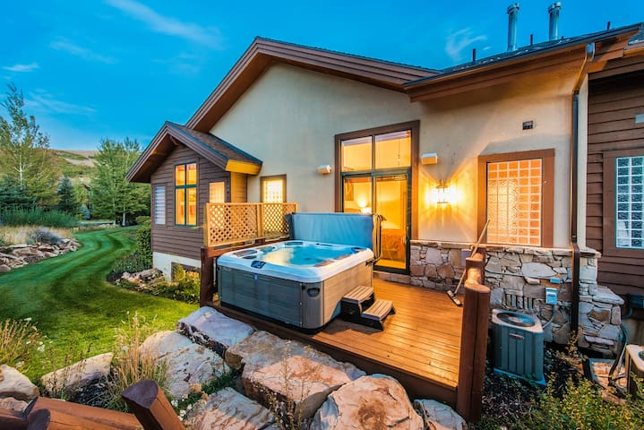 Luxury Home at Cove with Hot Tub, Ski Slope Views