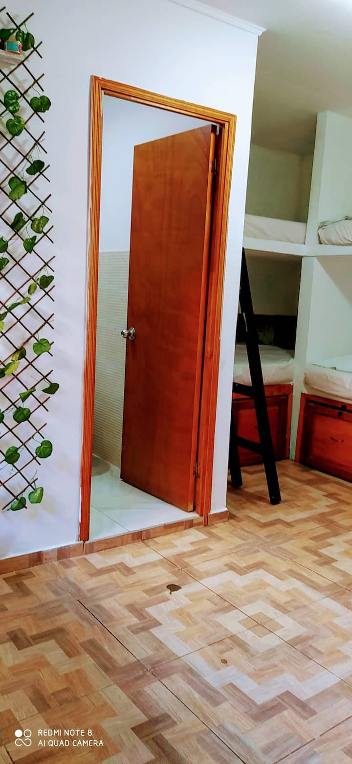 Habitacion Familiar 6P - Baño interno -Dora Hostel