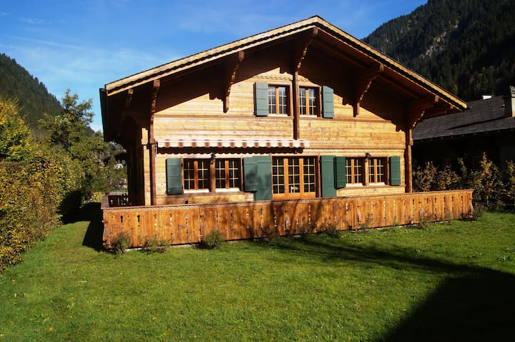 Beautiful Chalet of 200 m2 in a hamlet - Lauenen