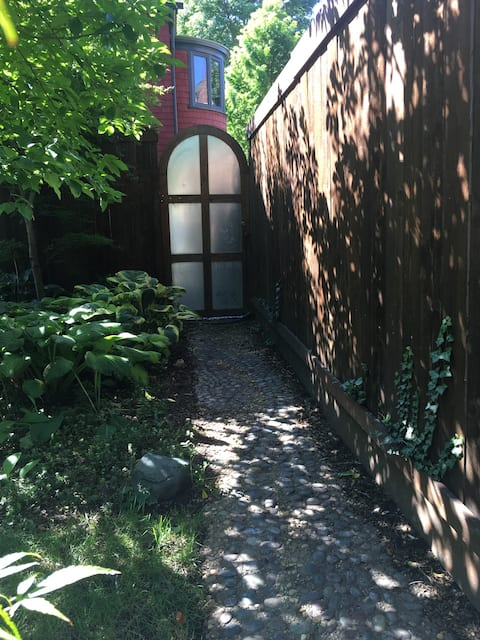 Sweet Suite in Historic Woodland Park, downtown