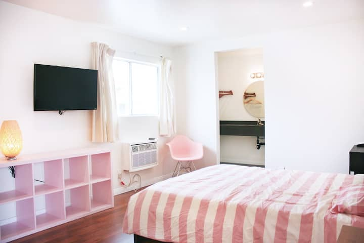 STUDIO 23 ~ 5min walk to Metro & Wiltern KOREATOWN