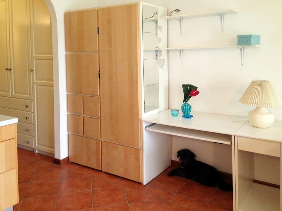 scrivania e armadio
