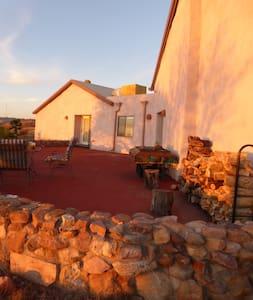 Hilltop artistan strawbale hacienda - Nogales