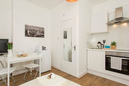 LONDON MINI STUDIO, 5 MIN TO TUBE - London