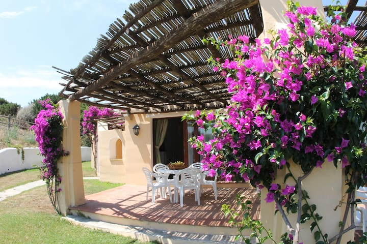 Villa for 6 people with shared pool-Sea Villas