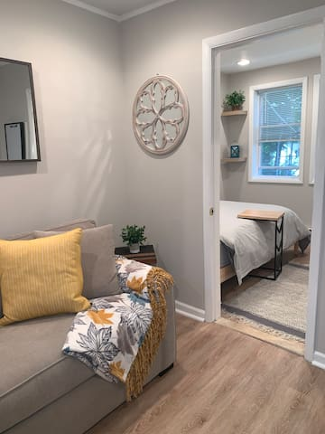 Beautiful Guesthouse w/ Easy access to NYC trains