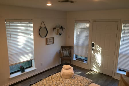 Guest Studio in Historic FTW - Stay4Less! - Fort Worth - Guesthouse - 2