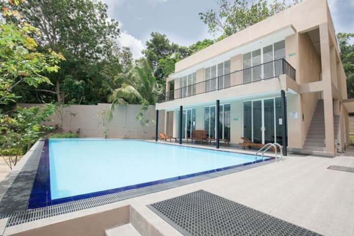 Colombo 2 Rooms for four PAX with care taker