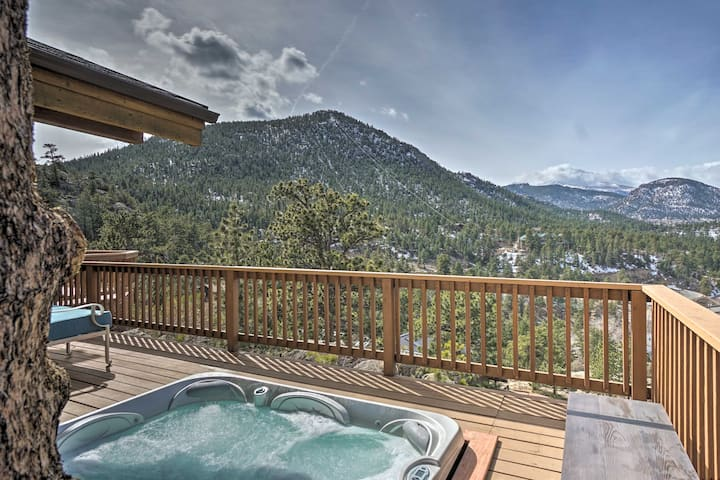 Central Estes Park Home w/ Deck - Walk to Shops!