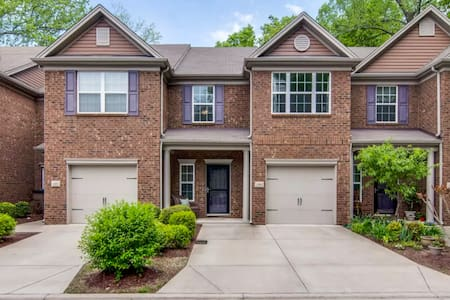 Relax in a Beautiful Townhome. Great Area! - Nashville - Adosado