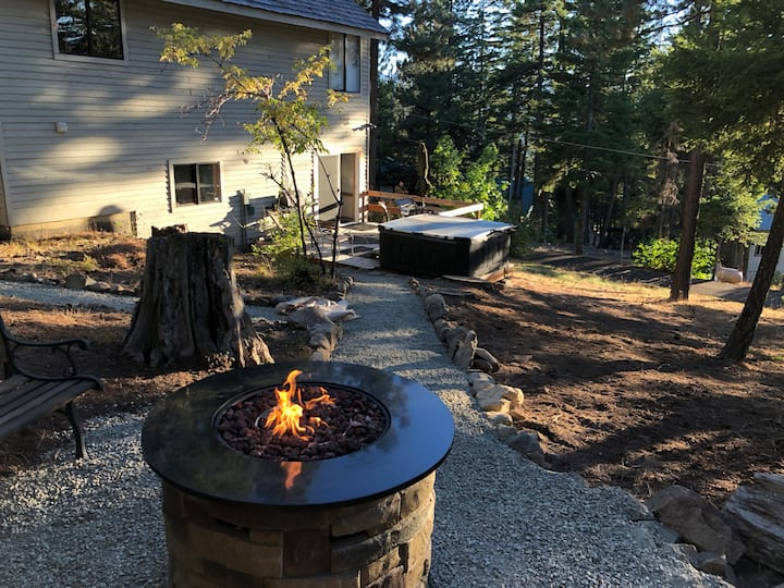 DECEMBER STILL AVAIL!! FIRE PIT, LAKE VIEWS, SPA!