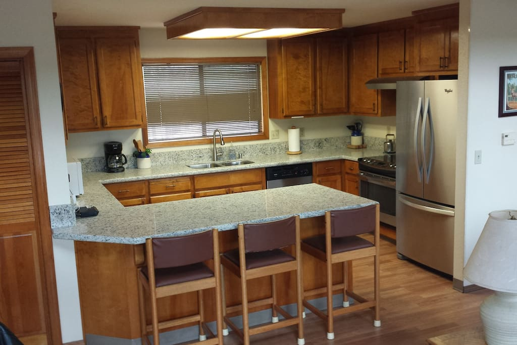 Kitchen: New SS appliances, new granite counters