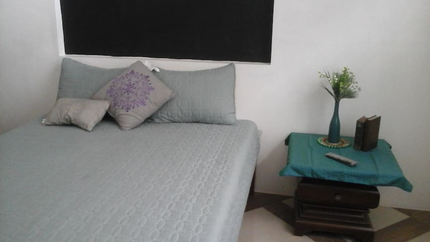 Rustic room home stay in greater Manila area