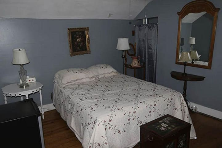 Room In Central Historic Downtown - Mountain View