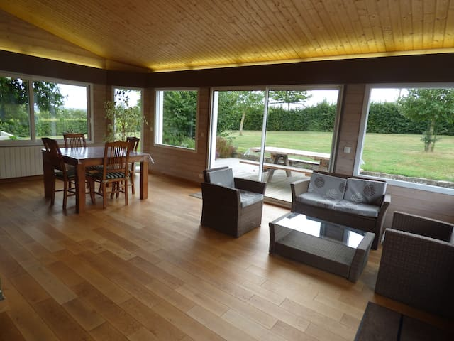 Pont-Farçy : maison avec vue