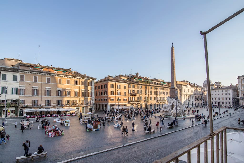 1br piazza navona view in rome with balcony flats for for Airbnb roma