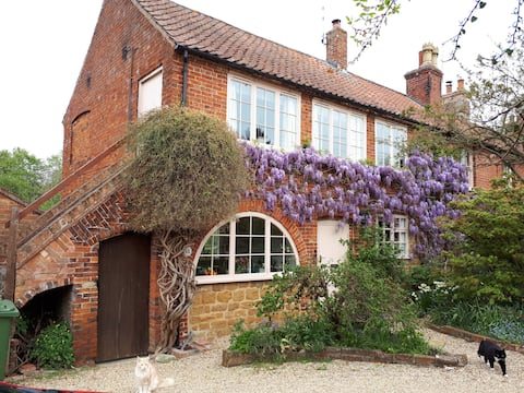 The Old Reading Room's Cosy Cottage Annex -