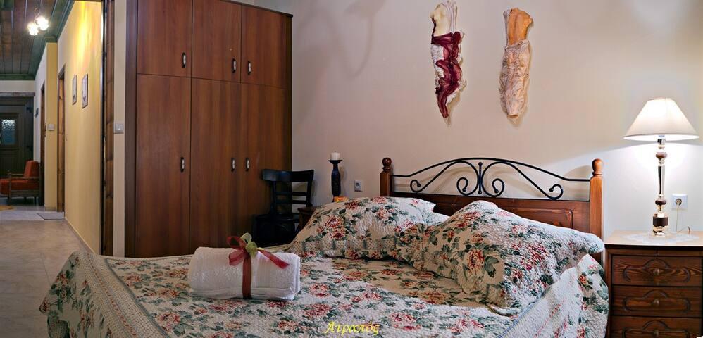 Ατραπός - Κυρίως Δωμάτιο