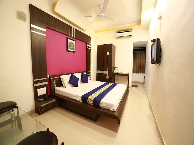 Luxury Double Bedded  A C Room